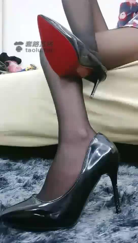 Traffic lights-the temptation of black silk high heels