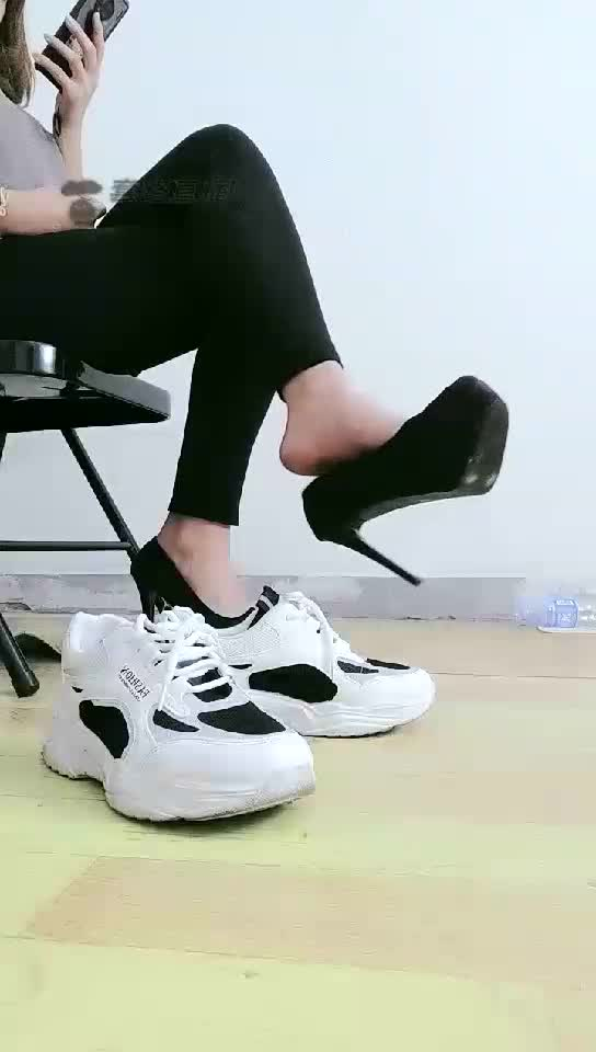 High definition, first perspective, foot fetish, rubber band binding, green light, 撸撸撸