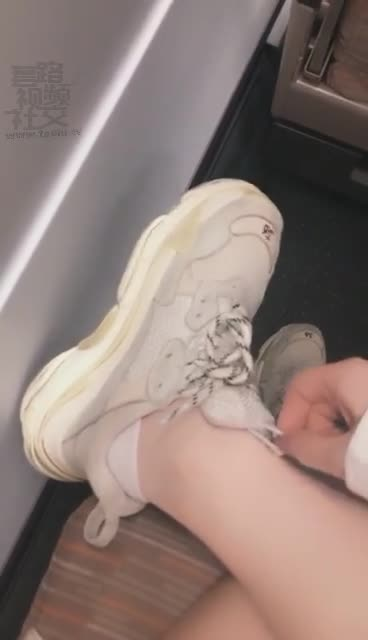 Foot slaves who came across on the high-speed rail, 2