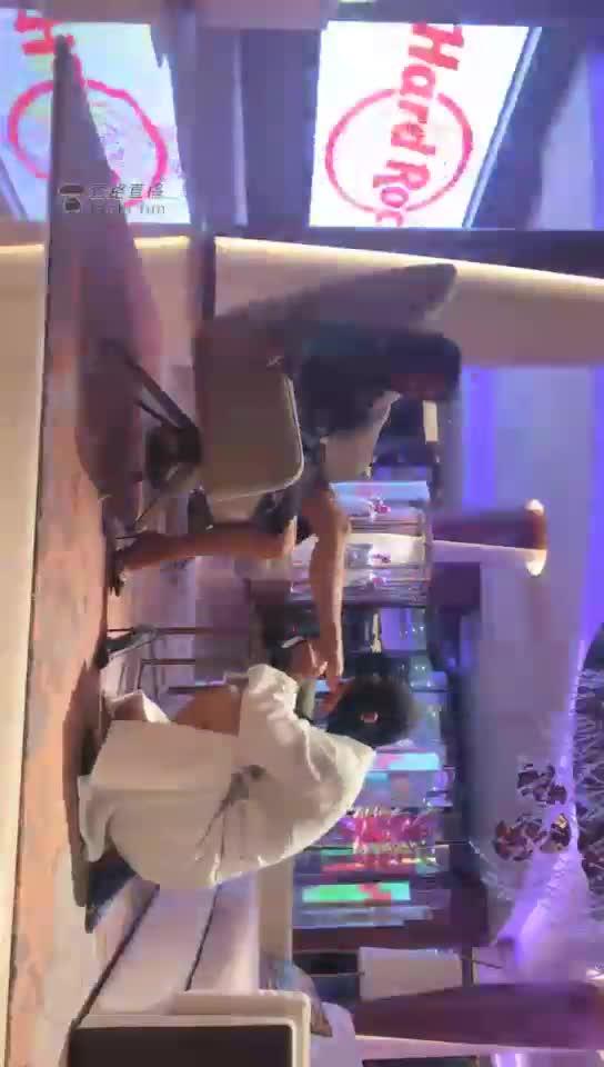 Queen Fan Zheng sits, kneels and licks, deep throat