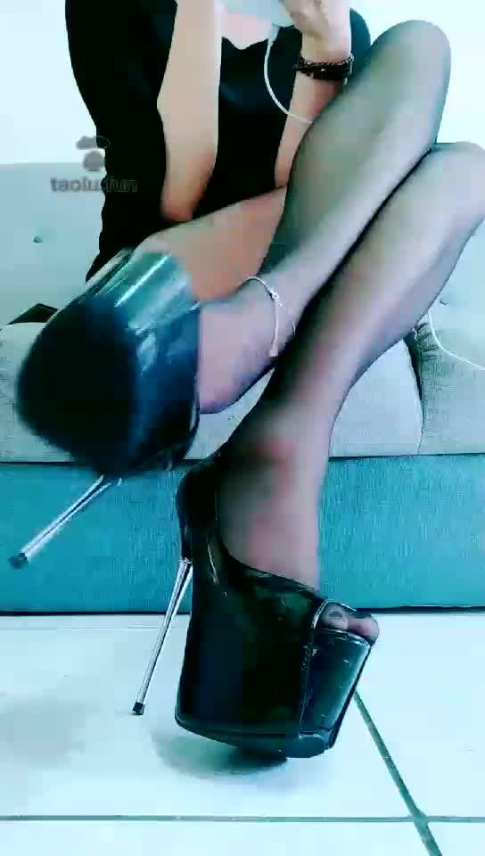 Black stockings, traffic lights