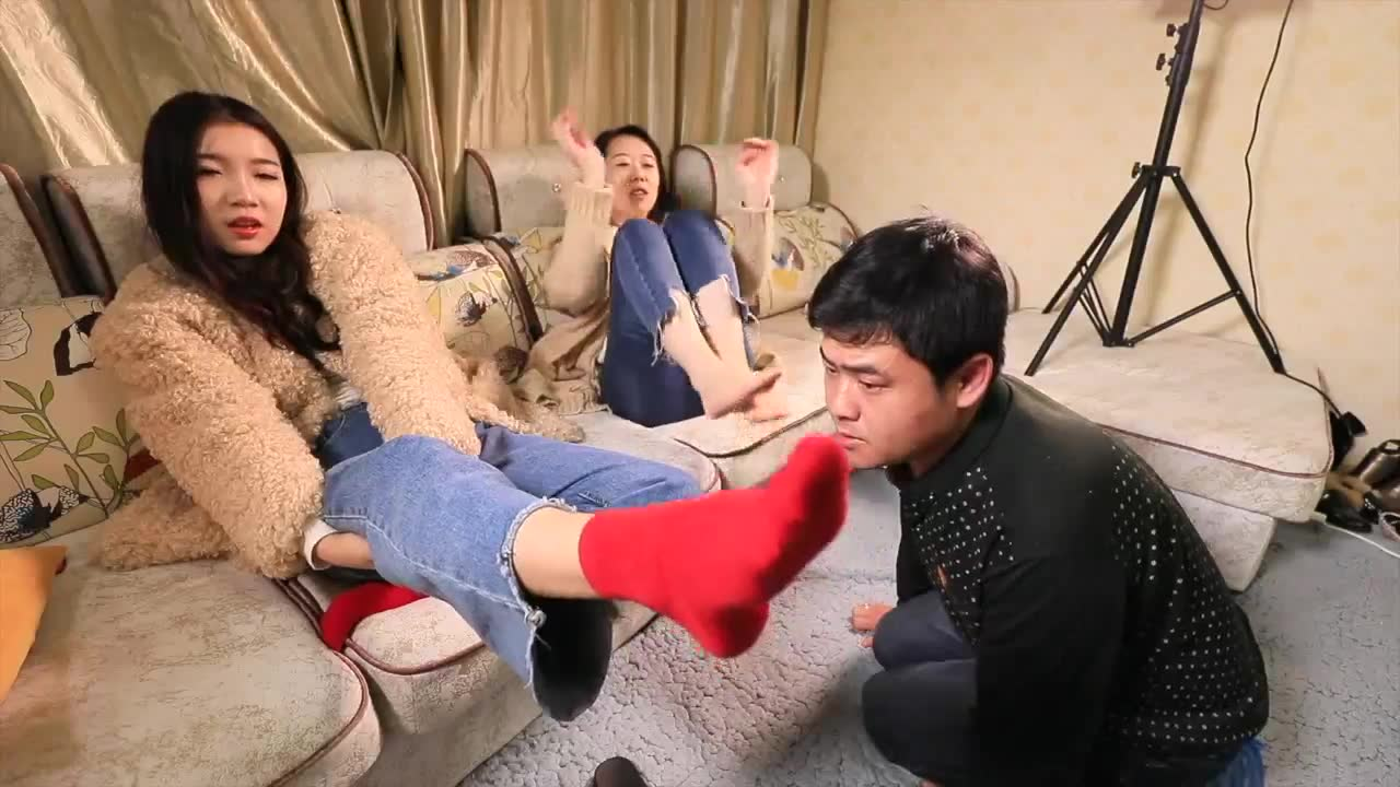 Bare feet face abuse in cotton socks
