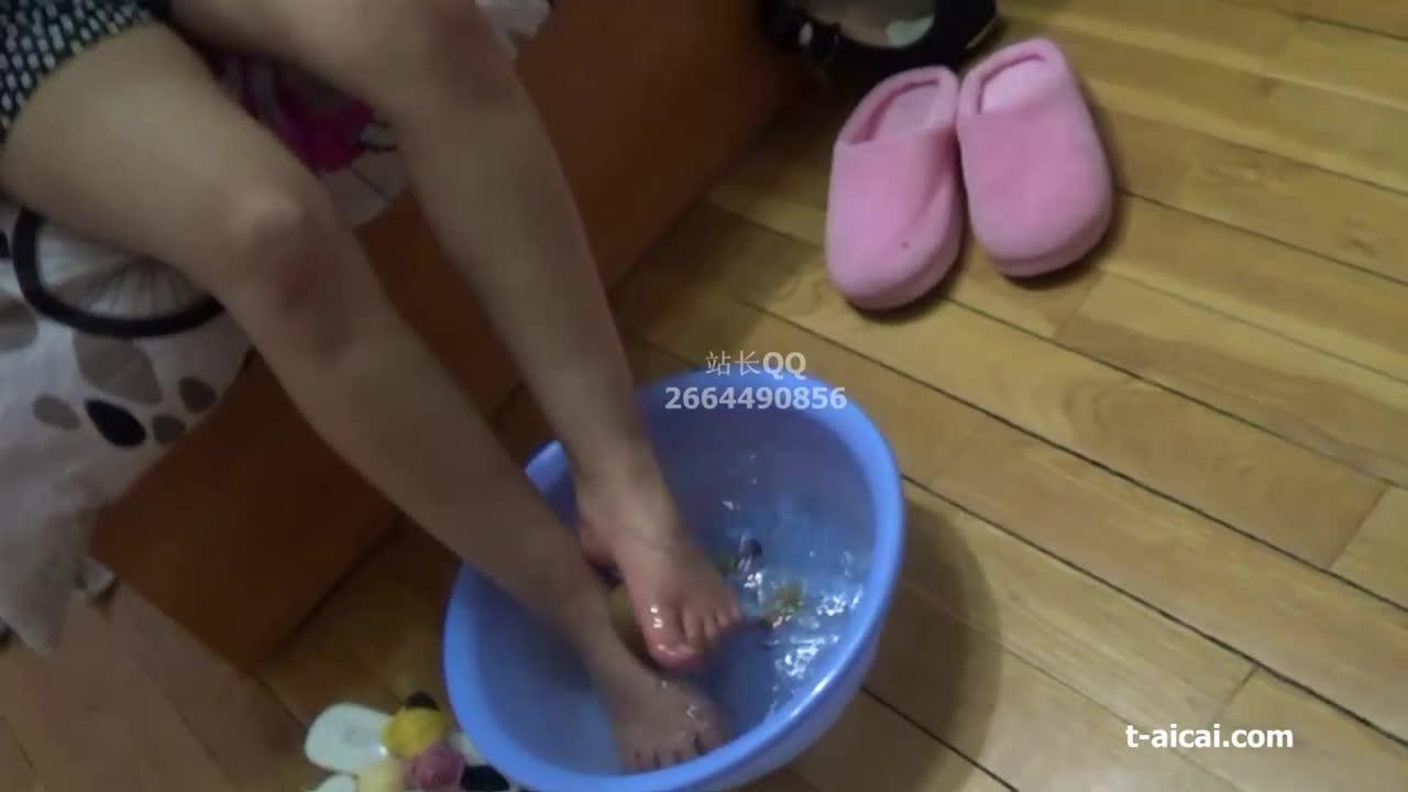 Barefoot crushed kiwi