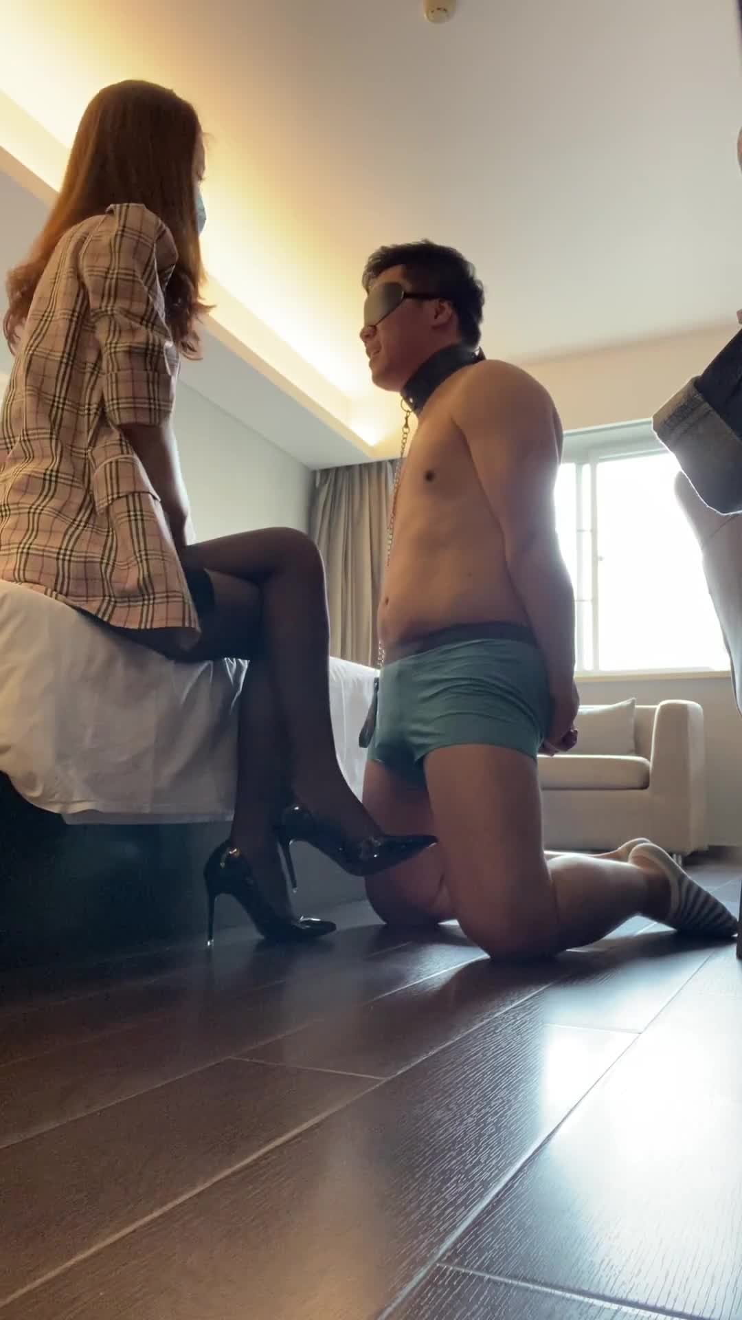 Model with long legs, black silk, humiliating boss, silly son