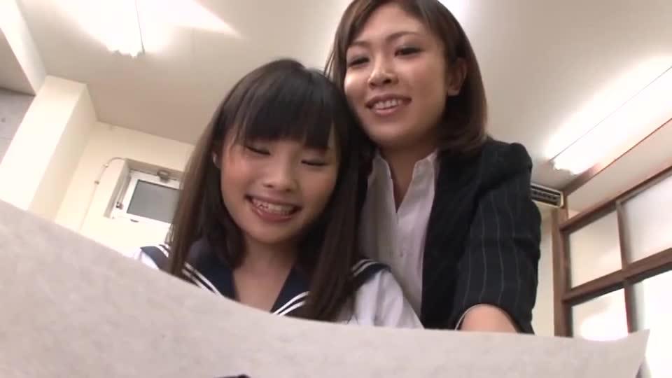 Female female, female teacher rushes to the little girl, 23861