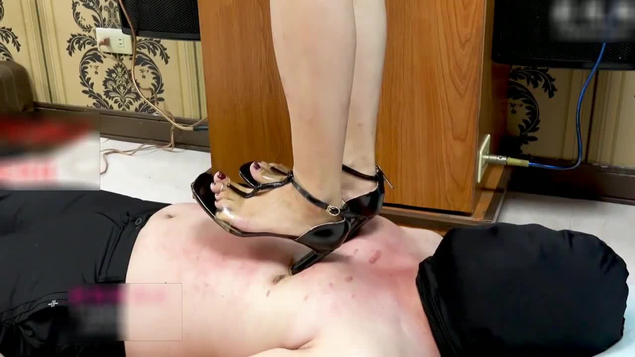 18 cm high heels stepped on, cruelly pressed the heel