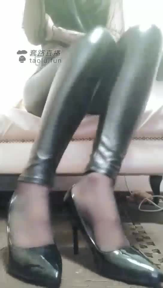 First perspective black silk high-heeled leather pants