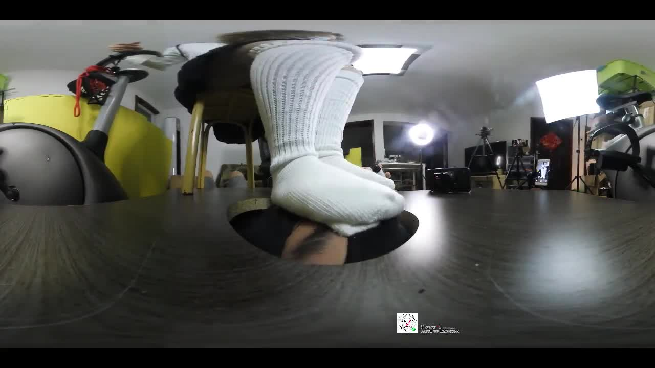 VR face floor, full language humiliation, cotton socks, thick stockings, smelly socks, stepping on the face, suffocating torture