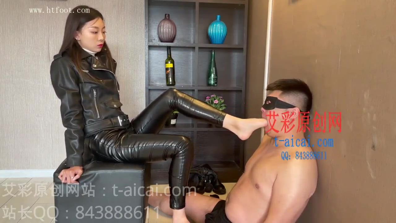 Tight leather female S training