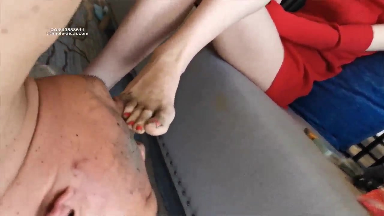 Cheap M cleans up dirty soles for cold beauty