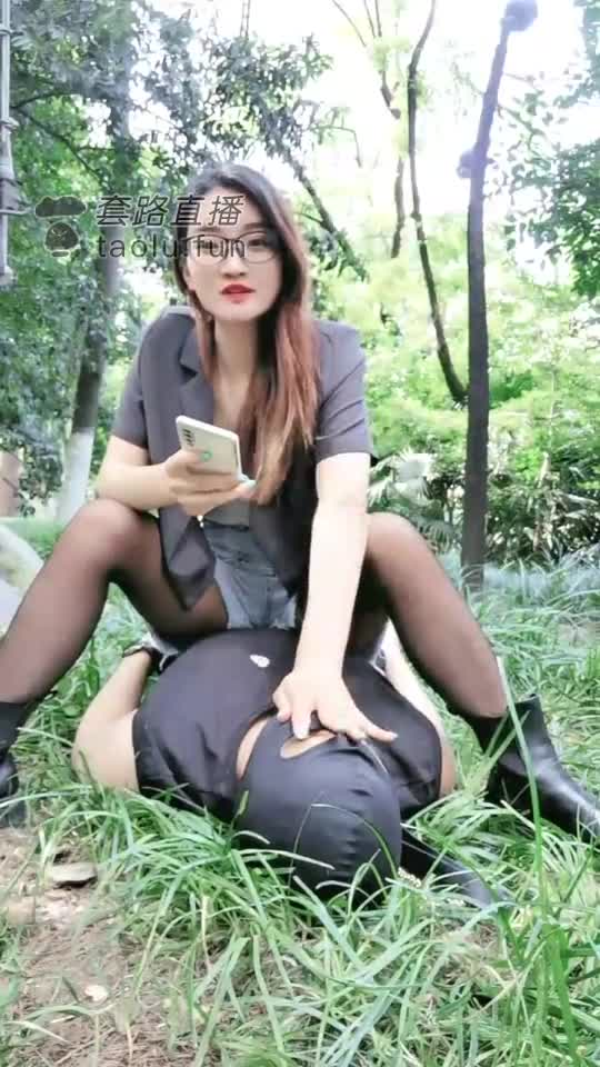 Stepping on outdoor boots, walking the dog, drilling the hips, licking the soles