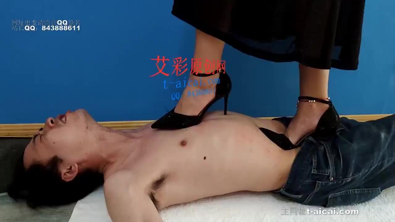 Xin Zhu high-heeled stepping deep throat