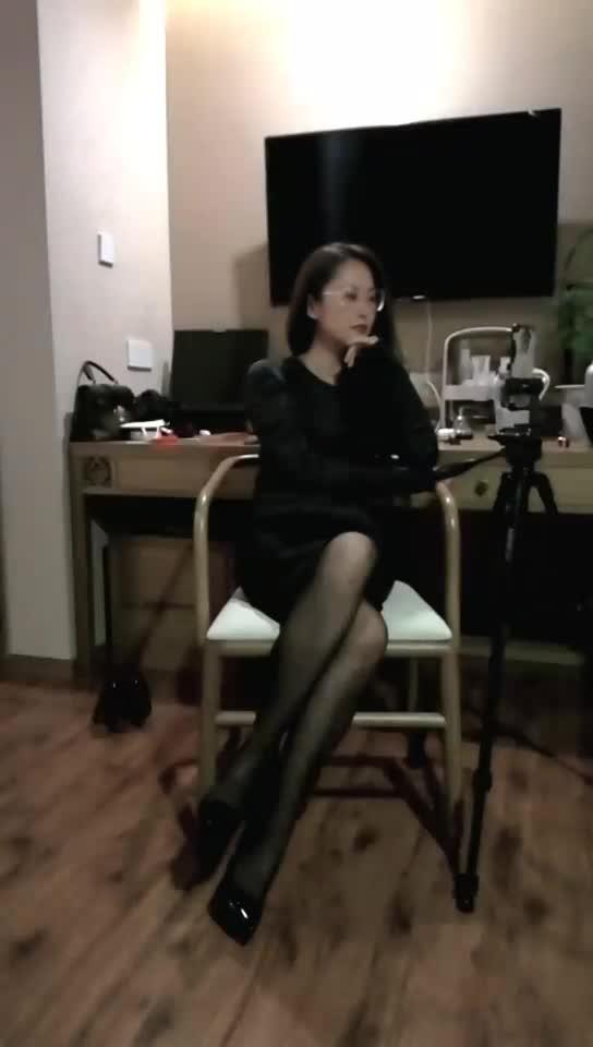 Black silk high-heeled tits