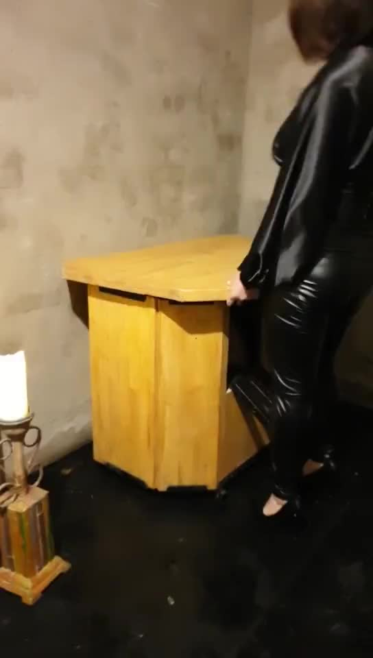 Two female slaves abuse their lower body