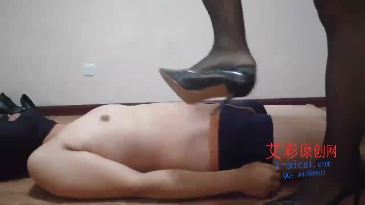 Queen Xue Yao, Queen Xue Yao trampled on high heels with black silk