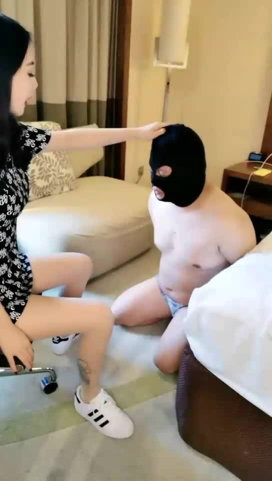Class in Tianjin, slapped, licked feet, abused breasts