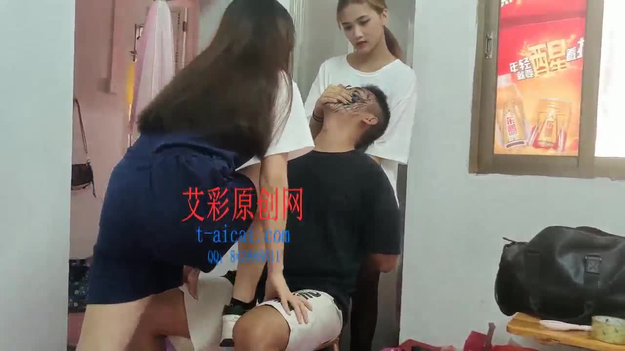 Step on your face and smell your feet and pinch your nose with Xinrenmeng sister