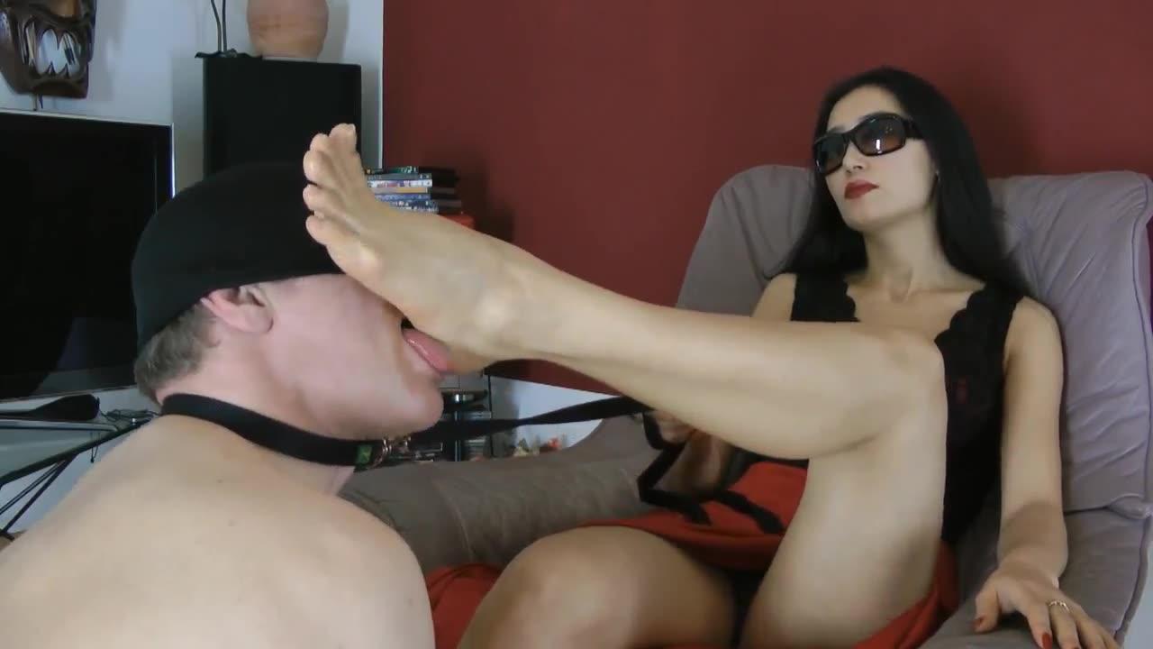 Goddess beautiful foot deep throat male slave