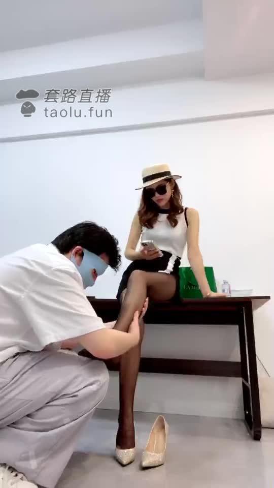 Female model bend bend psychologist